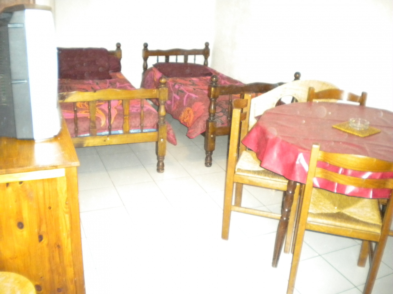 location gr oux les bains. Black Bedroom Furniture Sets. Home Design Ideas